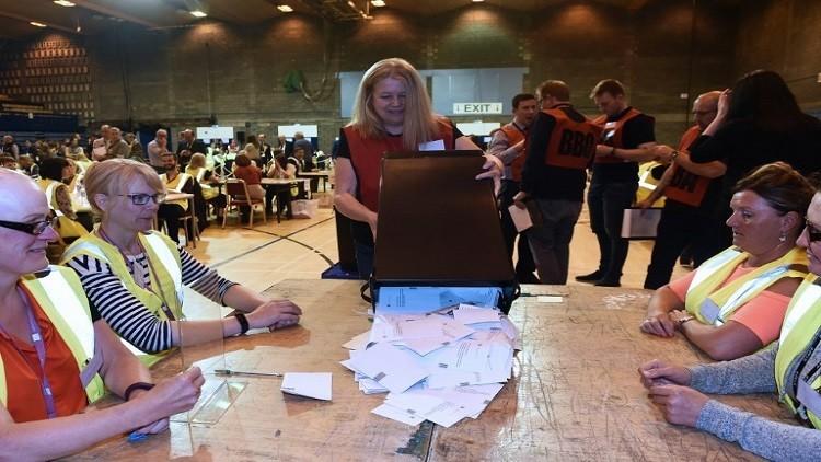 المحافظون البريطانيون.. فوز انتخابي قد يتحول إلى هزيمة سياسية