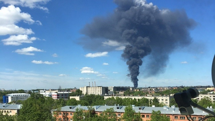 حريق ضخم في مستودع للوقود