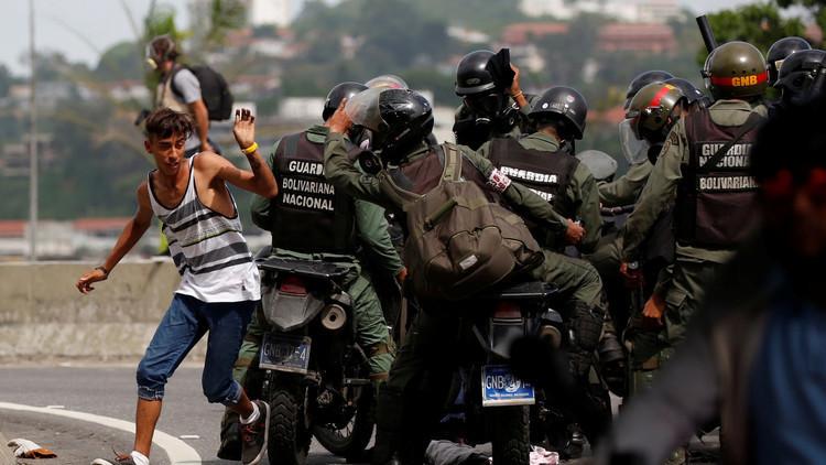 أحد قادة المعارضة الفنزويلية يدعو الجيش إلى التمرد