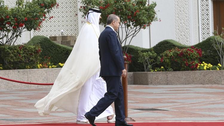 أردوغان ينظم مؤتمرا هاتفيا مع تميم وماكرون لحل الأزمة القطرية