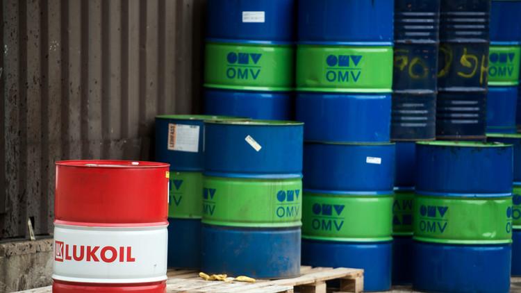 تجار يخبئون النفط لبيعه لاحقا