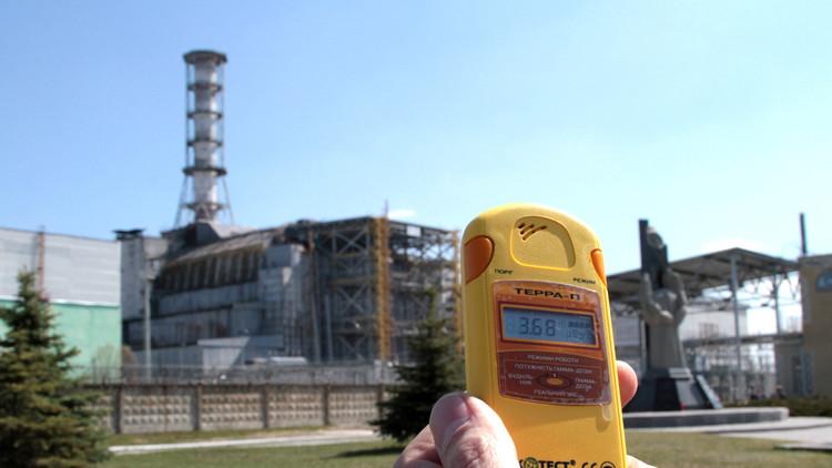 الدخان يتصاعد من مفاعل تشيرنوبل الذري في أوكرانيا