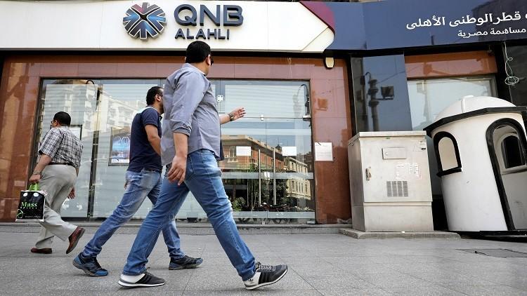 المصارف في قطر تغري عملاءها!