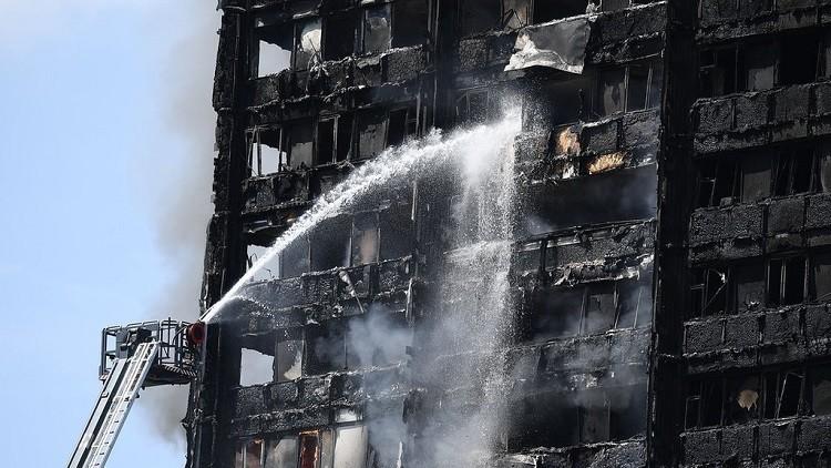 ارتفاع عدد قتلى حريق لندن.. والشرطة تنفي فرضية العمل الإرهابي