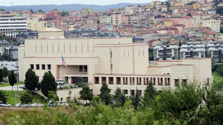 شرطة اسطنبول تعتقل رجلا من إحدى دول الشرق الأوسط هدد بتفجير نفسه أمام القنصلية الأمريكية
