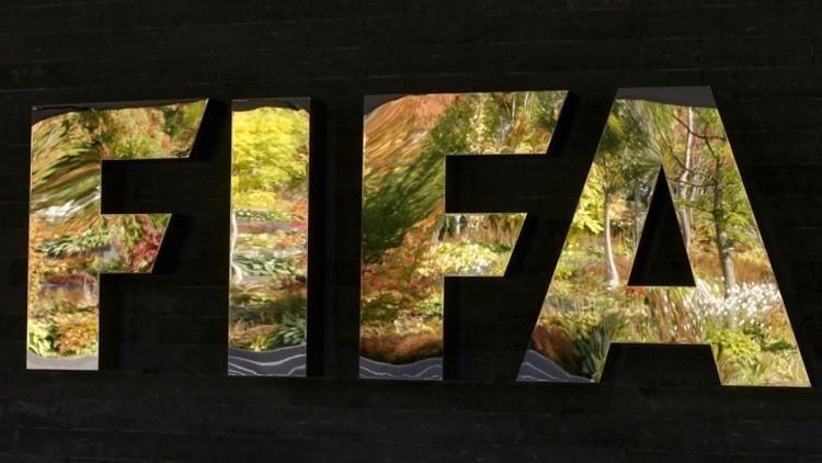 الفيفا سيتعامل بحزم مع احتجاجات اللاعبين على الحكام في كأس القارات
