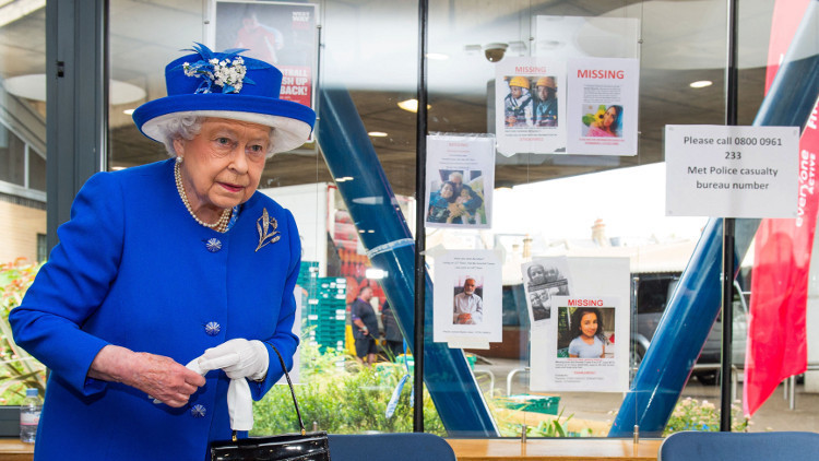 الملكة إليزابيث تكرم