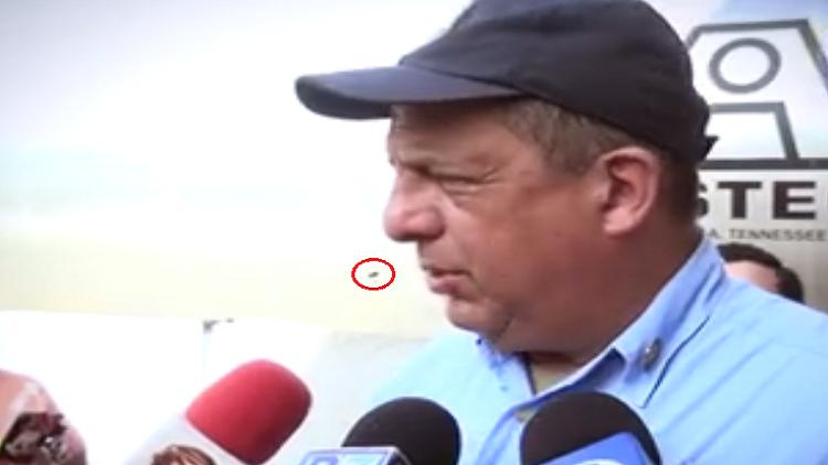 رئيس كوستاريكا يبتلع دبورا أمام الصحفيين!