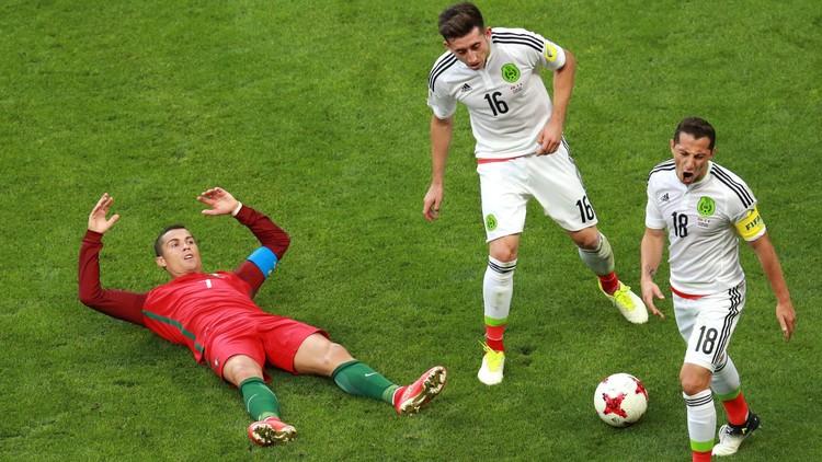 أول بطاقة صفراء في كأس القارات 2017 .. مكسيكية