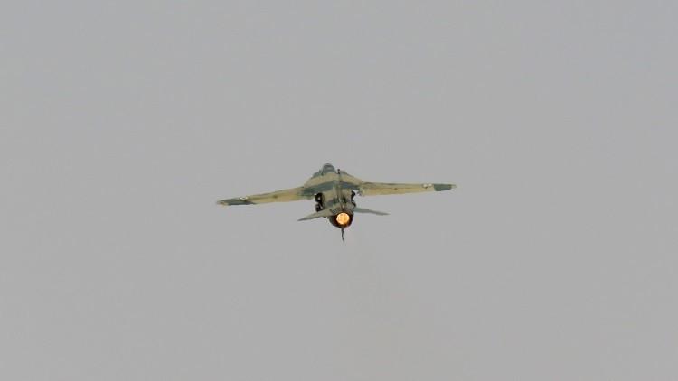 التحالف يؤكد إسقاط مقاتلة سورية قرب الرقة ويجري اتصالات مع العسكريين الروس لاحتواء التصعيد