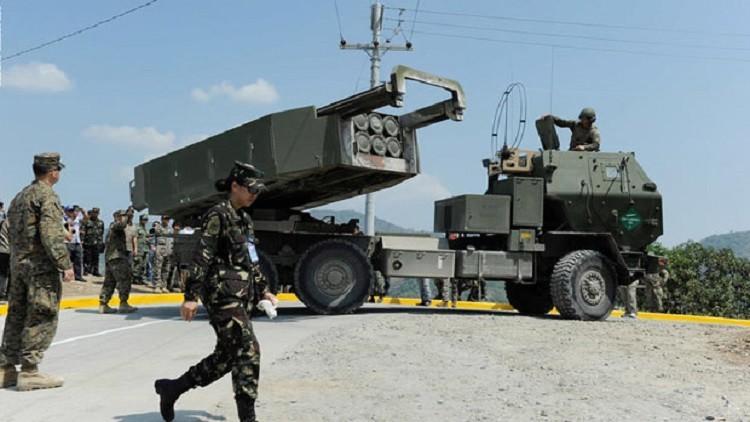 راجمات الصواريخ الأمريكية تحاول إخافة الصحراء