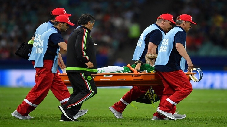 كأس القارات ..الإصابة تمنع نجم المكسيك من استكمال البطولة