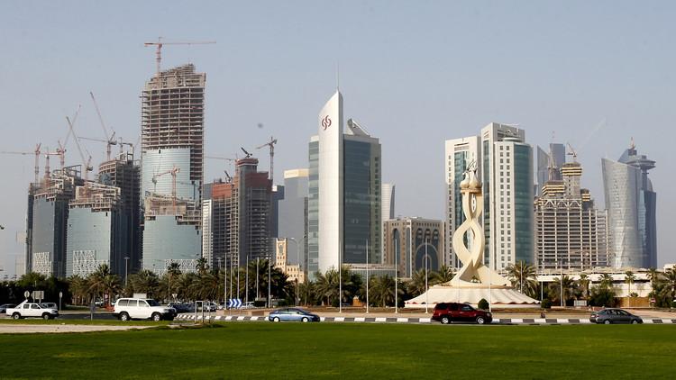 ما حقيقة إلغاء إجازات العاملين الأجانب في قطر؟