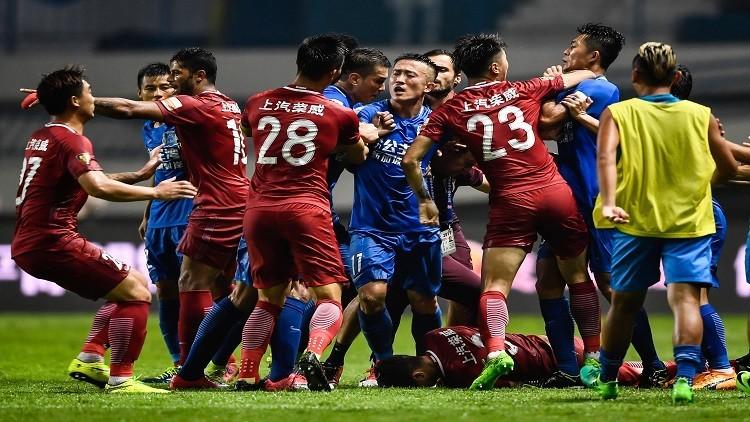 إيقاف البرازيلي أوسكار 8 مباريات في الدوري الصيني