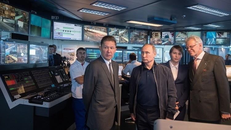 فيديو.. بوتين يحضر التحام الجزء البحري لمشروع