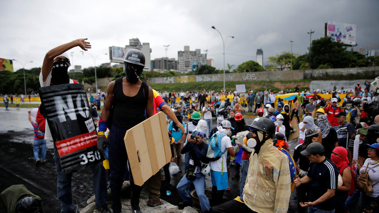 الآلاف يتظاهرون في فنزويلا ضد