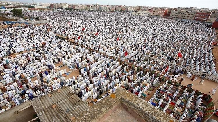 مسلمو عدة بلدان يحتفلون الاثنين بعيد الفطر