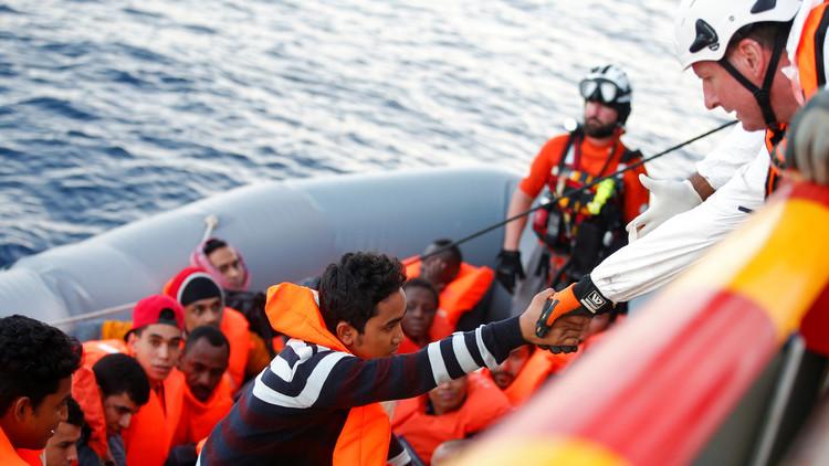 سفينة آيرلندية تنقذ 712 شخصا قرب ليبيا