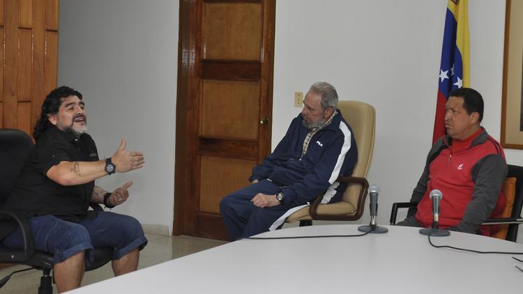 مارادونا: أنا معجب ببوتين وأحبه
