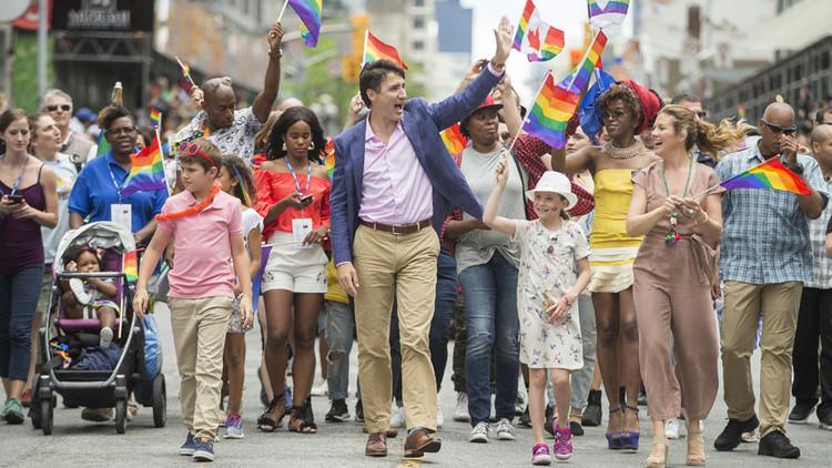 ترودو وجوارب عيد الفطر في مسيرة للمثليين!