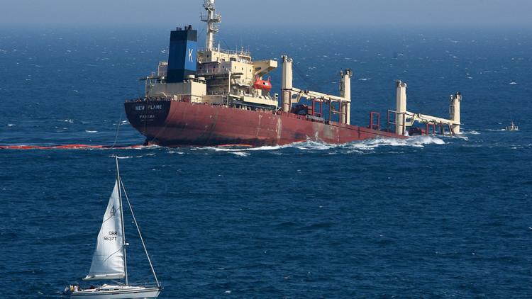 خفر السواحل اليمني يخفق في انتشال طاقم ناقلة نفط تعرضت للغرق
