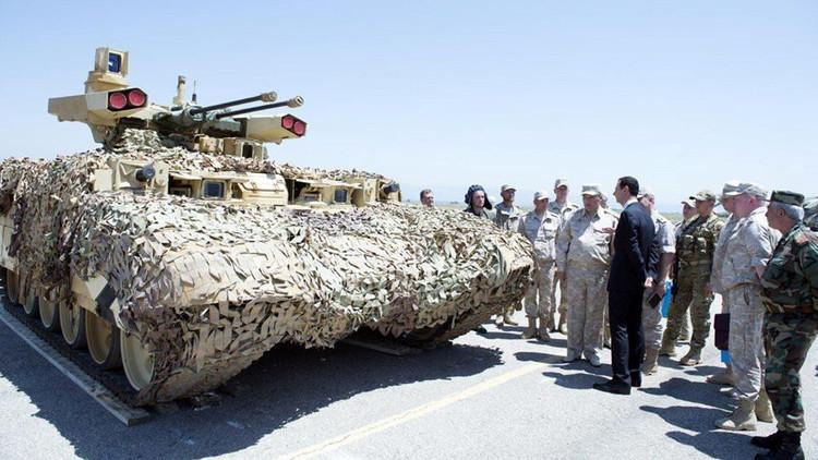 لأول مرة في سوريا.. روسيا تكشف للأسد في حميميم عن مدرعة خارقة
