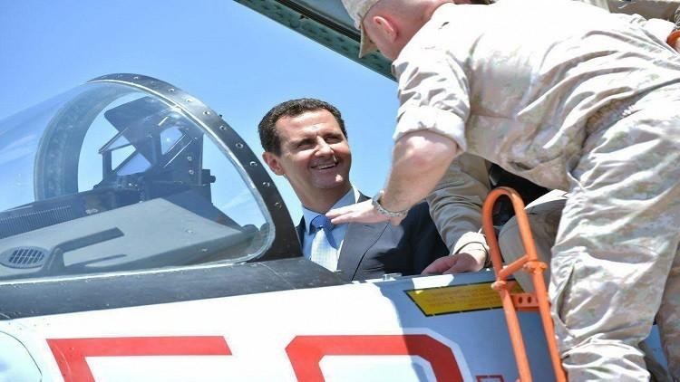الأسد يرد على واشنطن بزيارة قاعدة حميميم