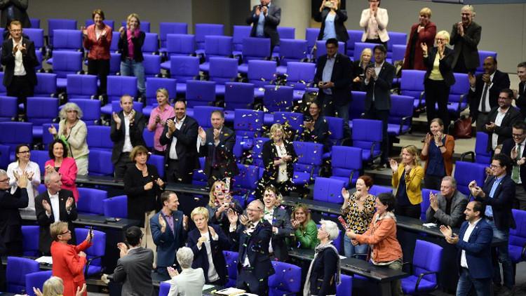البرلمان الألماني يسمح للمثليين بالزواج