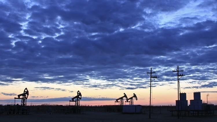 النفط يرتفع مدعوما ببيانات أمريكية