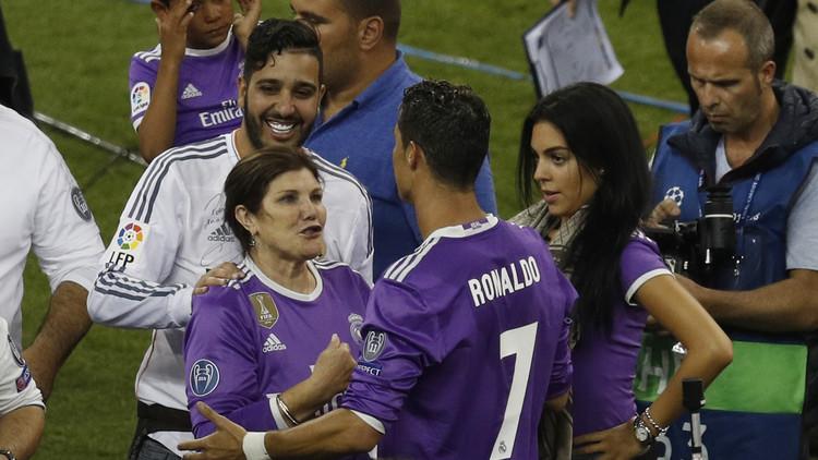 شاهد مع رونالدو توأمه لأول مرة!