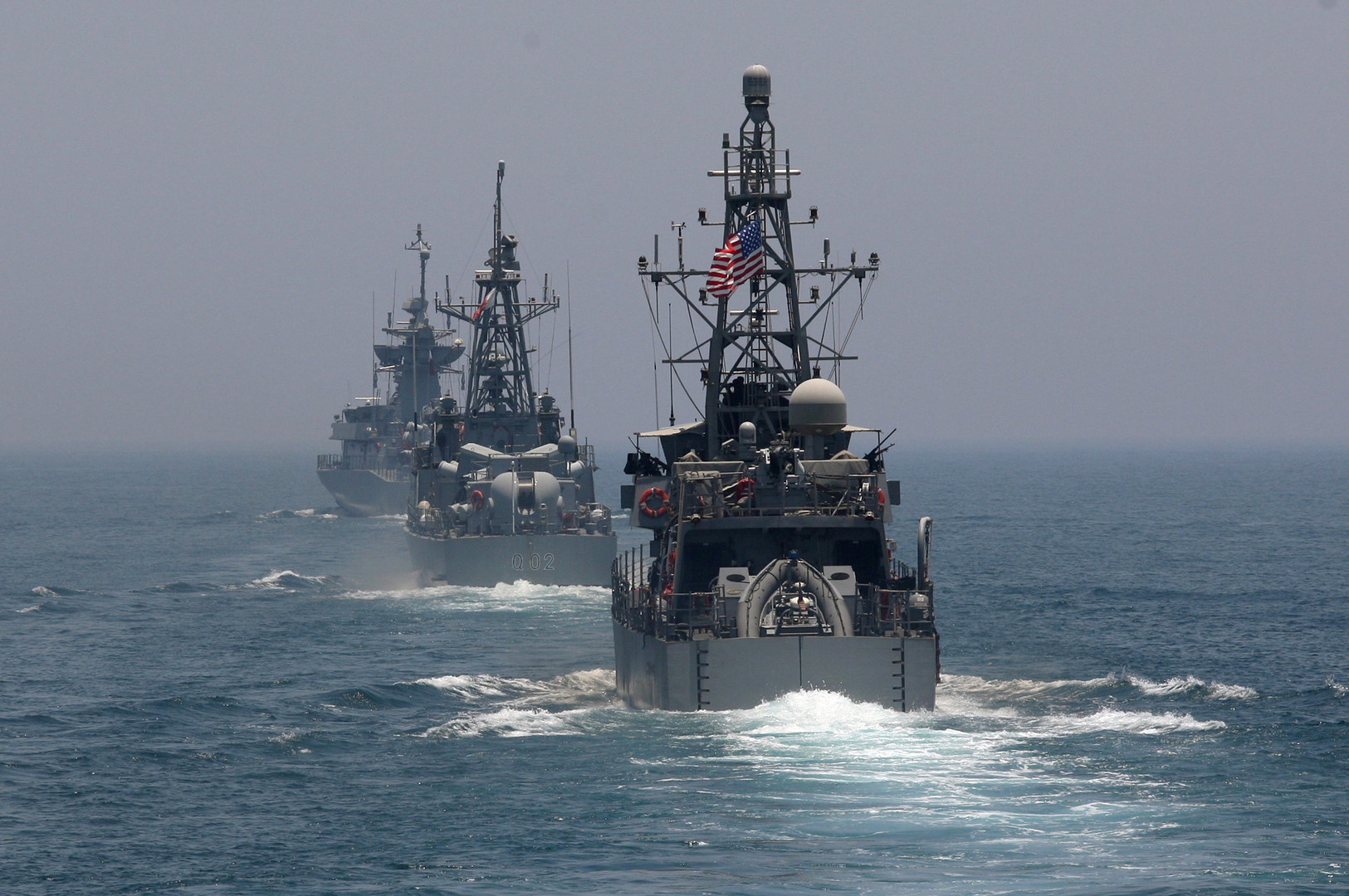 بالفيديو والصور.. قطر والولايات المتحدة تنفذان مناورات عسكرية مشتركة في مياه الخليج