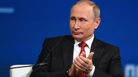 الرئيس الروسي، فلاديمير بوتين، خلال مشاركته في الجلسة العامة لمنتدى سان بطرسبورغ الاقتصادي الدولي.