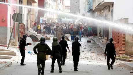 اشتباكات بين الشرطة والمحتجين في بلدة إمزورن شمال المغرب