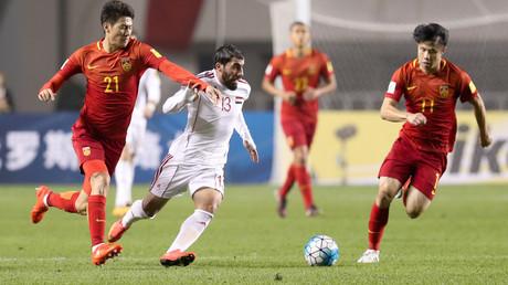 صورة من مباراة الذهاب بين الصين وسوريا