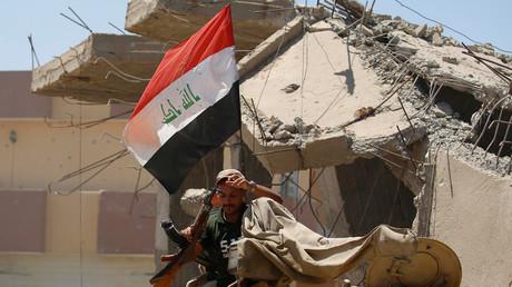 """القوات العراقية في الموصل تلجأ إلى أساليب """"داعش"""" تحت أنظار التحالف الدولي"""