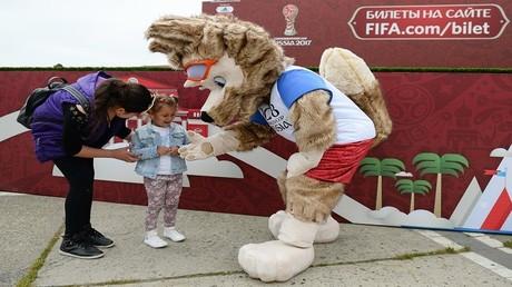 روسيا تبدأ باستقبال مشجعي كأس القارات بدون
