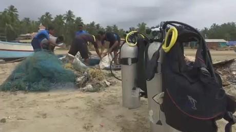 النفايات تهدد الحياة البحرية في الهند