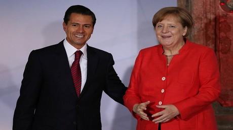 المستشارة الألمانية، أنغيلا ميركل وإلى جانبها الرئيس المكسيكي، إنريكي بينيا نييتو