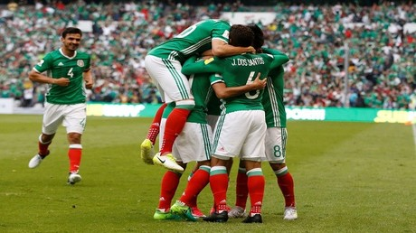 فرحة المنتخب المكسيكي بهدف التعادل