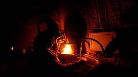 معاناة السكان في قطاع غزة من انقطاع الكهرباء