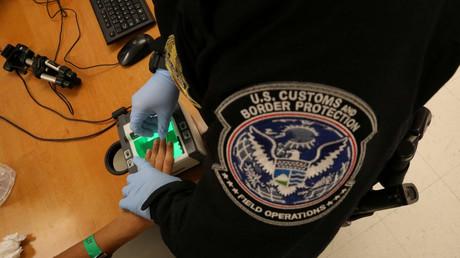 إدارة الهجرة والجمارك الأمريكية