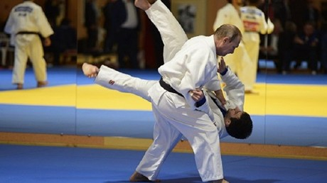 بوتين يمارس رياضة الجودو