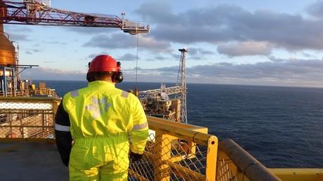 النفط يصعد مدعوما بتصريحات الفالح