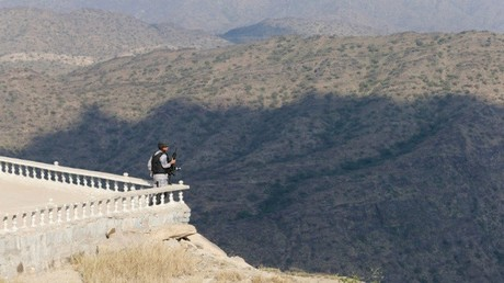 جندي في حرس الحدود السعودي قرب الحدود اليمنية
