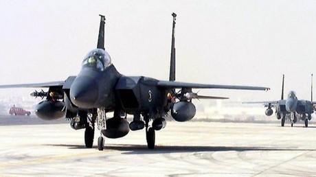 أرشيف - طائرات حربية أمريكية من طراز F15 في قاعدة قطرية بالدوحة
