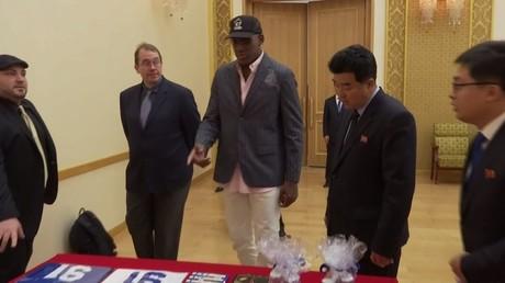 نجم كرة السلة الأمريكي دينيس رودمان يزور كوريا الشمالية من جديد