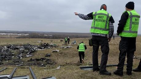 """حطام طائرة """"بوينغ"""" الماليزية في جنوب شرق أوكرانيا"""