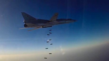 """قاذفة استراتيجية روسية من طراز """"تو 22 م3"""" تشن غارة على """"داعش"""" في سوريا"""