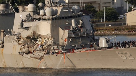 مدمرة فيتزغيرالد الأمريكية المتضررة بعد اصطدامها بسفينة تجارية فلبينية