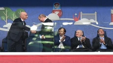 بوتين يشكر الفيفا على دعم بلاده في تنظيم كأس القارات